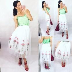 6384757a79a Sleva Bílá tylová sukně s růžičkami