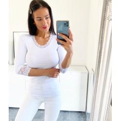 Bílé basic triko s krajkou