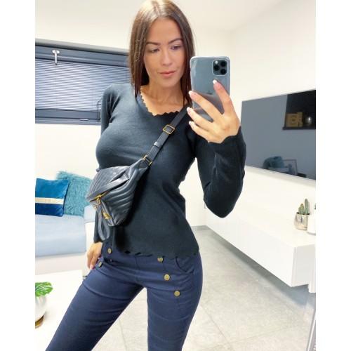 Černý svetr Vera