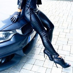 Černé luxusní kalhoty Lily vel M