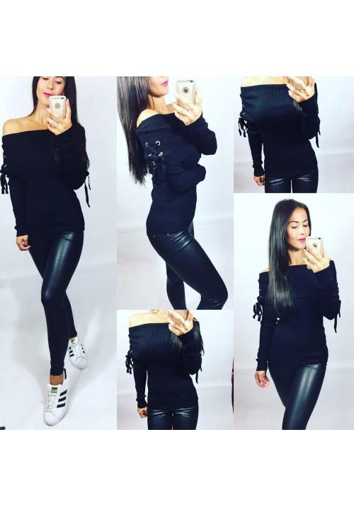 Černý svetr s velkým lemem
