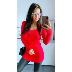 Rudé šaty Simona